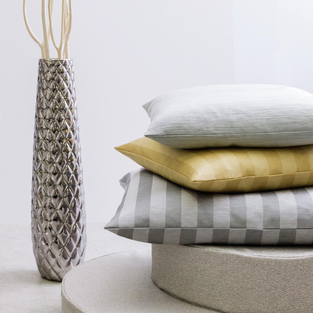 vase keramik silber gl nzend vasen sonnhaus. Black Bedroom Furniture Sets. Home Design Ideas